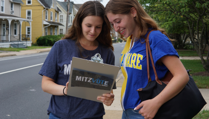 A student registering another student for MitzVote